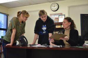 Dendurent with Students